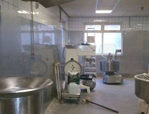 RVS wandbeplating aangebracht in Bakkerij